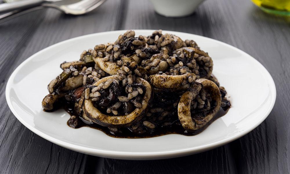 Receta de risotto de calamares en su tinta